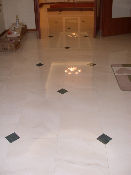 Дизайн пола коридора и кухни из плитки